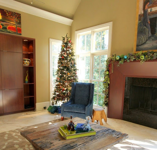 Christmas tree in family room roomsrevamped.com