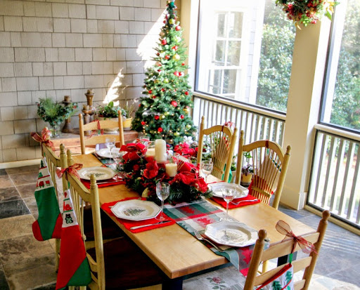 Christmas Porch roomsrevamped.com