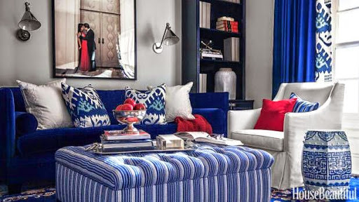Patriotic colors in this living room www.roomsrevamped.com